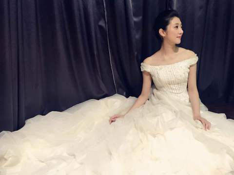 林逸欣為戲披婚紗,卻被叫「流氓新娘」,因她之前在臉書上PO出搞笑自稱「黑社會」的影片,被導演取笑,不過披上婚紗仍有「待嫁女兒心」,提到理想中的婚紗、婚禮,其實心中早有想法。