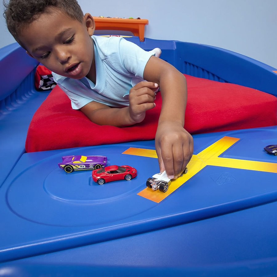 買了賽車床之後,小朋友又要吵著要買風火輪小汽車了! step2.com