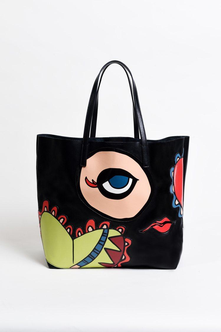 像是在跟你說心事的大眼睛設計購物袋。圖片/REDValentino提供