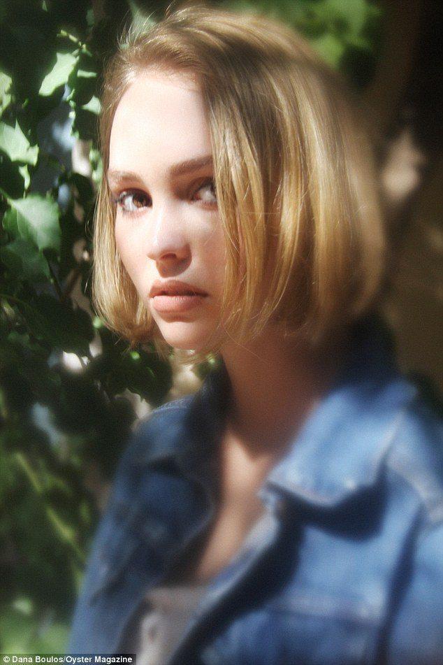 強尼戴普的女兒莉莉蘿絲為Oyster 雜誌獻出時尚攝影處女秀。圖/擷自每日郵報