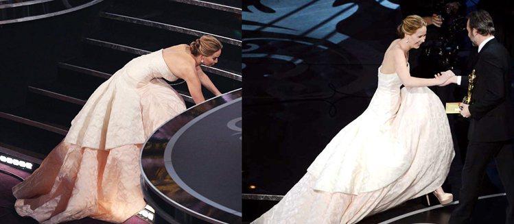 珍妮佛勞倫斯在奧斯卡跌倒後的苦笑也讓在場的眾大牌明星們欣賞她的率真。圖/擷取自網...