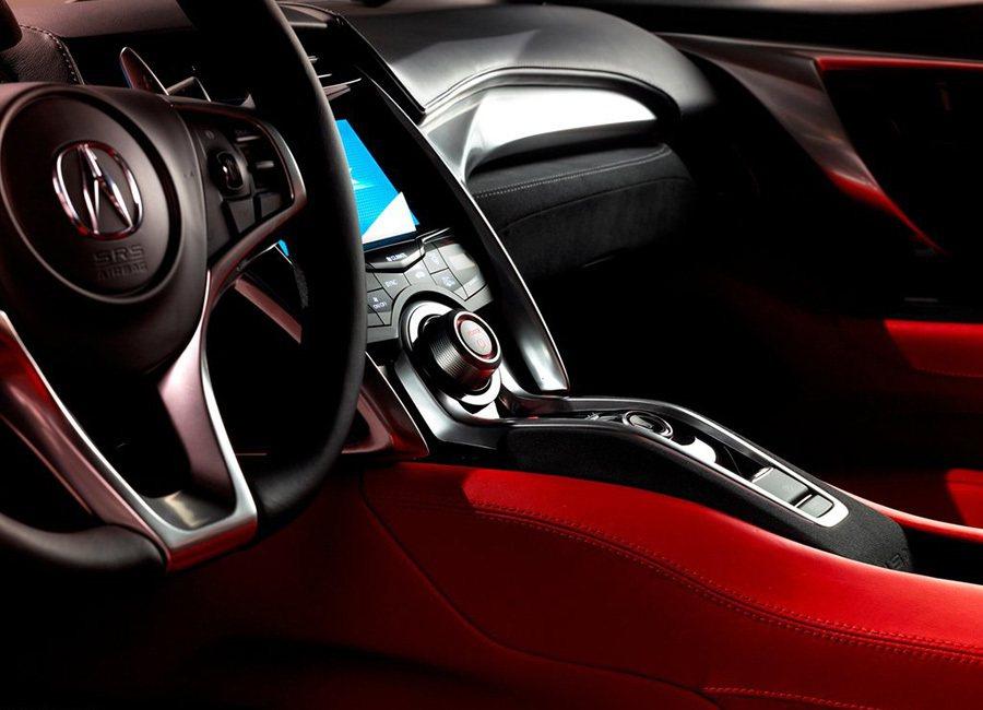 NSX Concept座艙儀表、車門飾板、中控台部份大量使用了 Alcantar...