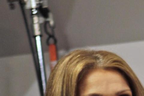 「美聲歌后」席琳狄翁唱紅「鐵達尼號」主題曲「My heart will go on」,但前陣子她因結縭19年的丈夫雷尼安傑利罹患咽喉癌,為陪伴丈夫對抗病魔,決定暫別舞台。直到近日她為了重返拉斯維加斯...