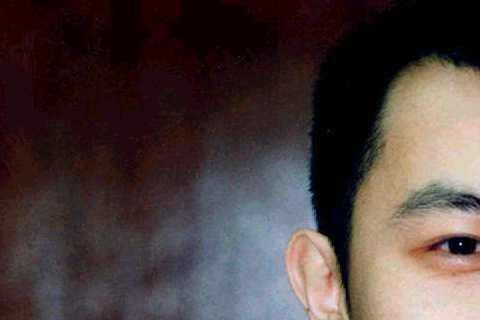 蔡康永是作家也是主持人,看看照片中20年前的蔡康永,感覺就是一個知性文青,年輕版的蔡康永就是像現在所稱的小鮮肉啊!