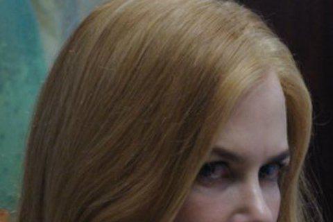 由奧斯卡最佳外語片「謎樣的雙眼」所改編的新片「沈默的雙眼」,邀來茱莉亞羅勃茲與妮可基嫚同台飆戲,茱莉亞飾演FBI的優秀探員,卻因女兒被謀殺,人生驟變,13年過去,兇手仍逍遙法外,為母則強的茱莉亞為幫...