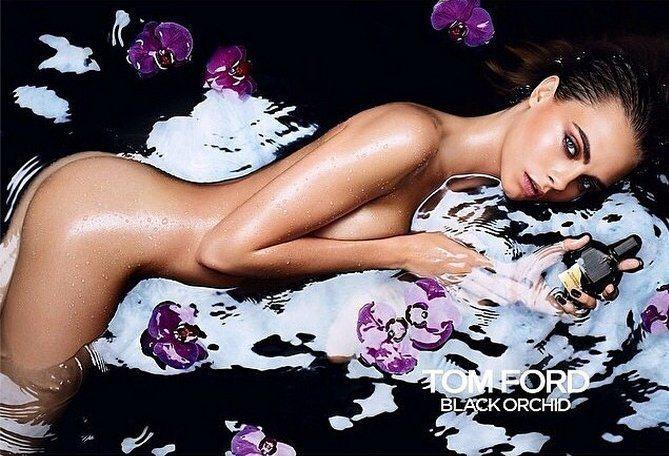 卡拉迪樂芬妮全裸濕身拍 Tom Ford Black Orchid 香水廣告。圖...