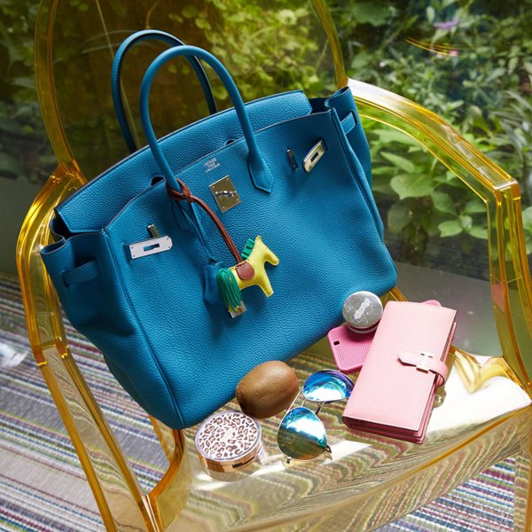 容量相當大的Hermès Birkin裡頭沒有太多雜物,只有簡單的出門必備單品。...