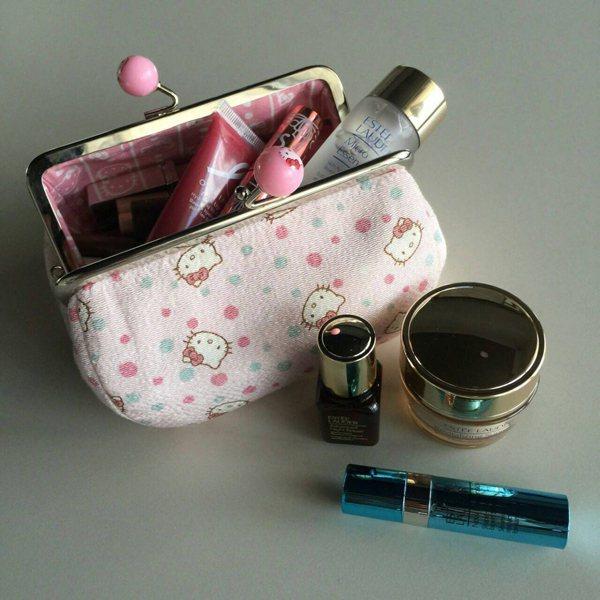 工作必備的美妝包一打開,根本可稱之為是「保養包」才對,對保養下的功夫可真是所言不...