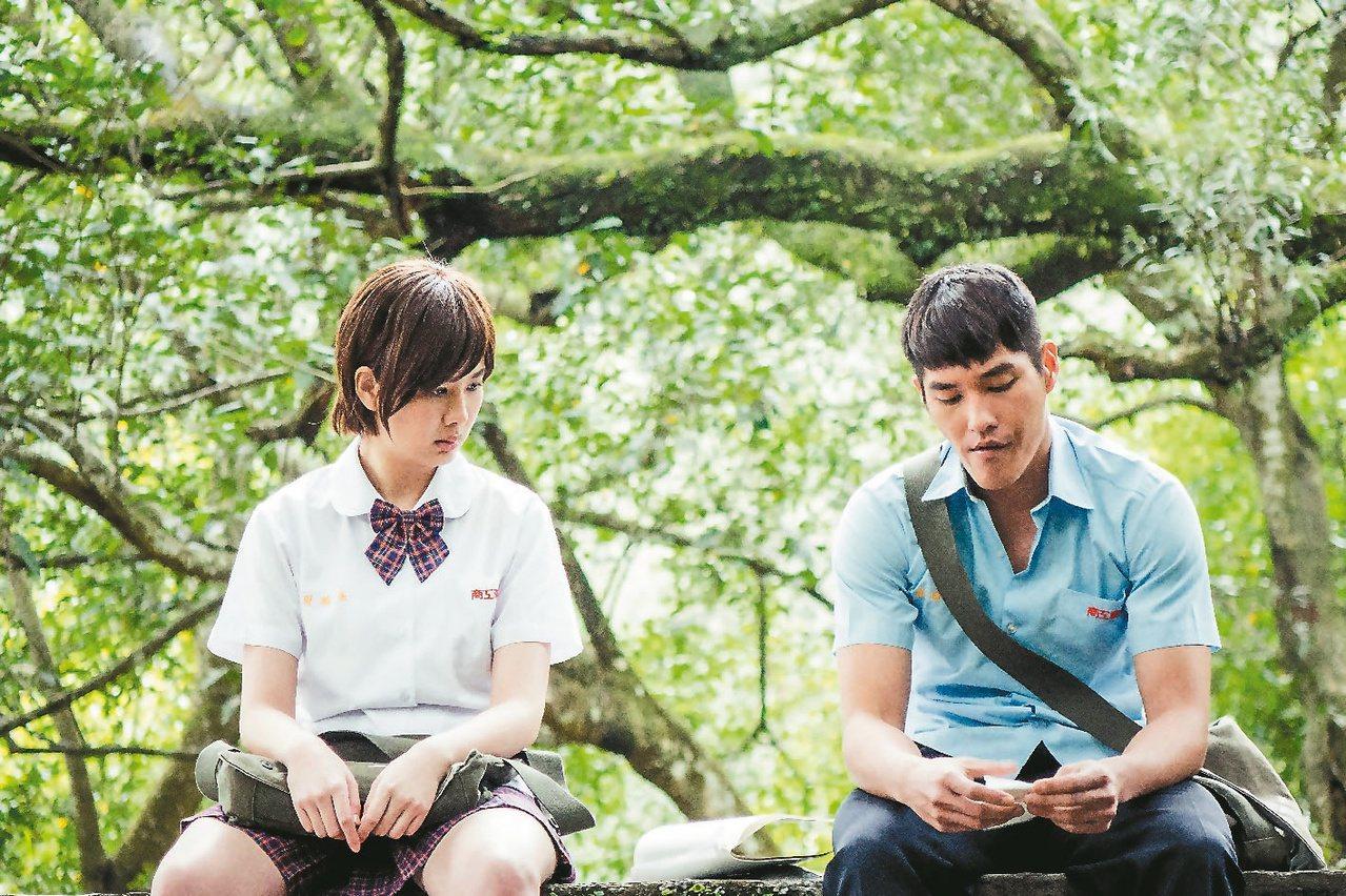 藍正龍(右)、安心亞主演「妹妹」青梅竹馬故事動人。圖/八大提供