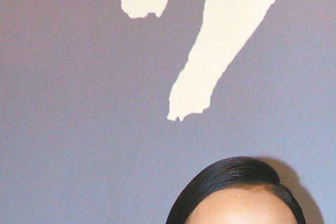 候孝賢執導的「聶隱娘」8月28日在台上映,昨晚率領劇中演員張震、謝欣穎、阮經天等人出席首映會造勢,因許瑋甯憑「16個夏天」入圍金鐘女配角,阮經天與許瑋甯關係再成焦點,阮經天第一次被問及此事,表情怪異...