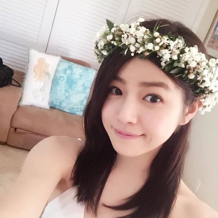 「童顏美女」陳妍希平常出席活動時愛穿小洋裝亮相,散發清純的微甜美人氣質。圖/擷自...