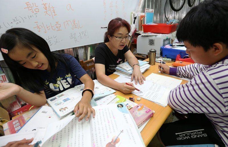 台灣城鄉學童的學習差距,是經濟合作暨發展組織(OECD)國家平均值的四至五倍,顯...