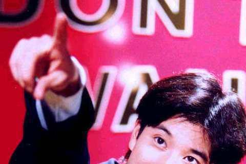王力宏從出道已來就打著優質偶像的形象,剛出道時他還在美國唸大學,都是利用寒暑假回台灣發片宣傳,而且他「細皮白肉」的模樣,真的是小鮮肉一枚啊!
