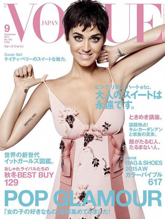 凱蒂佩芮穿PRADA禮服登上日本Vogue雜誌,與蘿西杭庭頓「撞衫」。圖/擷自V...