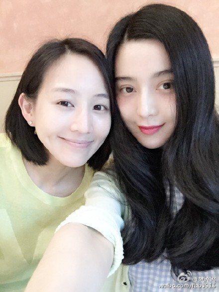 難得來到台北當然要和姊妹淘相聚,她公開和好閨蜜張鈞甯的午茶約會。圖;文/美麗佳人