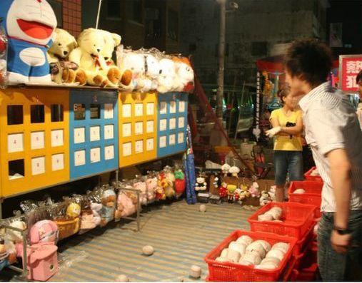 棒球九宮格挑戰從2005、2006年開始,成為台灣夜市必備的遊戲。
