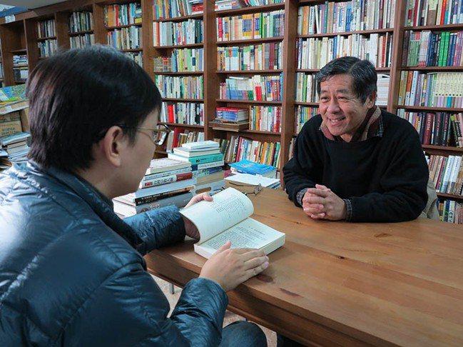 台大商圈最早的地下書店「唐山書店」,老闆陳隆昊從擺地攤賣起。 圖/夢田文創提供