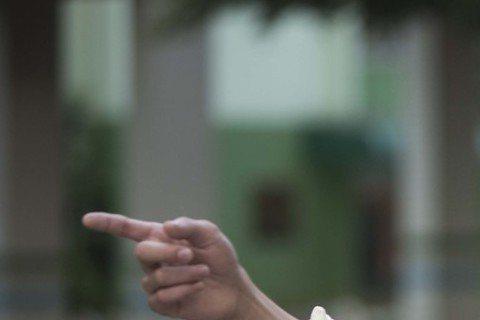 吳慷仁出道7年,戲劇作品產量多,今年更一口氣以「出境事務所」、「麻醉風暴」雙料入圍男主角、迷你男配角,外界討論度高,但相較於戲劇表現,他坦言,大多數時間其實很「沒自信」,認為自己身高不夠高、長相不是...