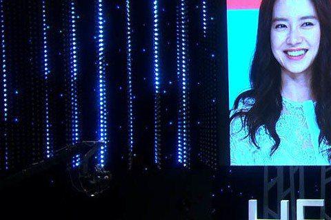 今晚(8月3日)即將播出的 SBS TV 綜藝節目《Healing Camp》「500人篇」中,宋智孝聊到自己在《Running Man》中被Gary偷親一事,表示事後開始心跳加快。《Healing...