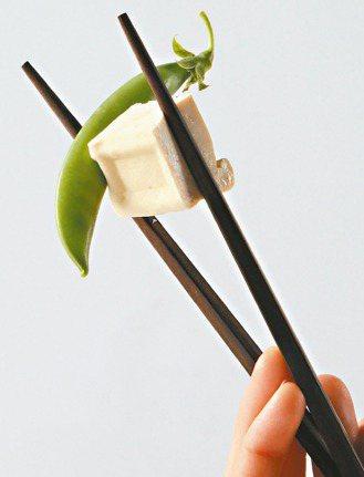 華人飲食;飲食內容:用筷子吃飯慢一點、少一點,搭配綠茶更佳。 攝影/陳柏亨、陳立...