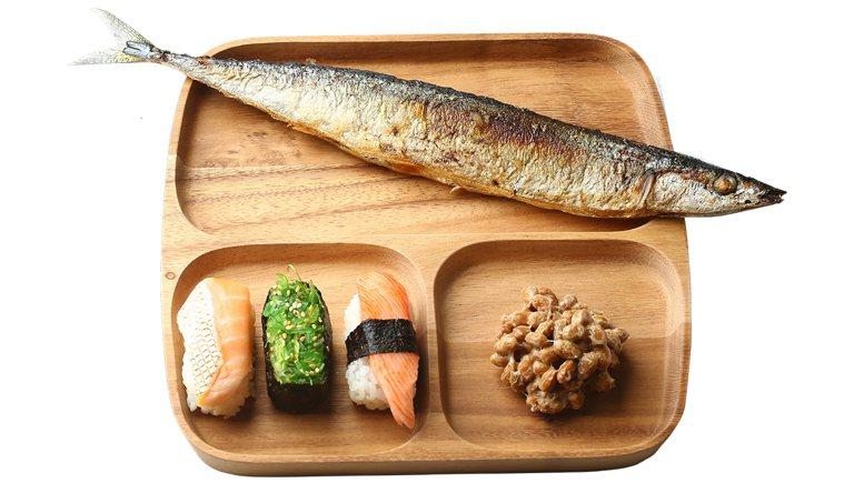 魚屬於蛋白質,以台灣常見生魚片厚度,一餐最多三到四片,就有足夠熱量。 記者陳柏亨...