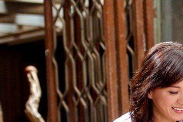 寇世勳與涂善妮在三立、東森「軍官‧情人」中互有好感,觀眾期待未來「山皇戀」的黃昏之戀,但涂善妮抗議笑說:「我在劇中才40多歲,我不接受『黃昏之戀』的稱呼。」對拍感情戲不排斥,但「親吻、壁咚別找我。」...