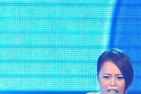 A-Lin的「Sonar 聲吶世界巡演」台北第2場,30日提前於下午4點鳴響,一向自詡很會講話的A-Lin,意外詞窮,不斷在台上自嘲:「我明明就是很會講話的人,但今天怎麼就是卡卡的,我今天給自己不及...