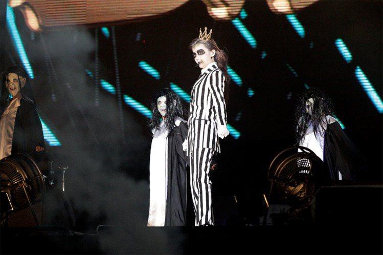 謝金燕化身「鬼姐姐」,嗨唱妖怪音樂祭。圖/寬寬整合行銷提供