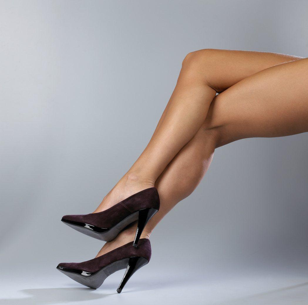 高跟鞋裡藏著女人的眼淚與鮮血。 圖/ingimage