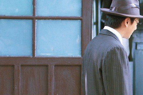 客家電視台時代劇「新丁花開」入圍本屆金鐘8項大獎,是名單中最風光的一部戲,但金鐘放榜前無人問津,讓導演、演員們如今相當感嘆,導演李志薔苦笑說:「這是宿命。」並點出拍攝最大困難就是場景難覓。