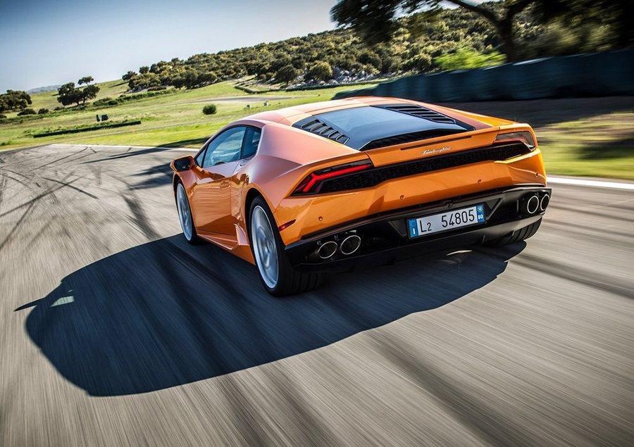 搭載5.2升自進氣V10引擎,最大馬力可在引擎8,250轉時達到610匹。 Lamborghini提供