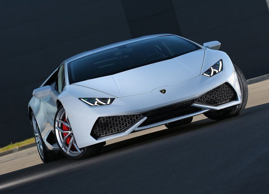採用全新碳纖維(CFRP)與鋁合金Hybrid車架,車架重量較Gallardo鋁合金車架輕 10%,而抗扭曲性則增加50%。 Lamborghini提供