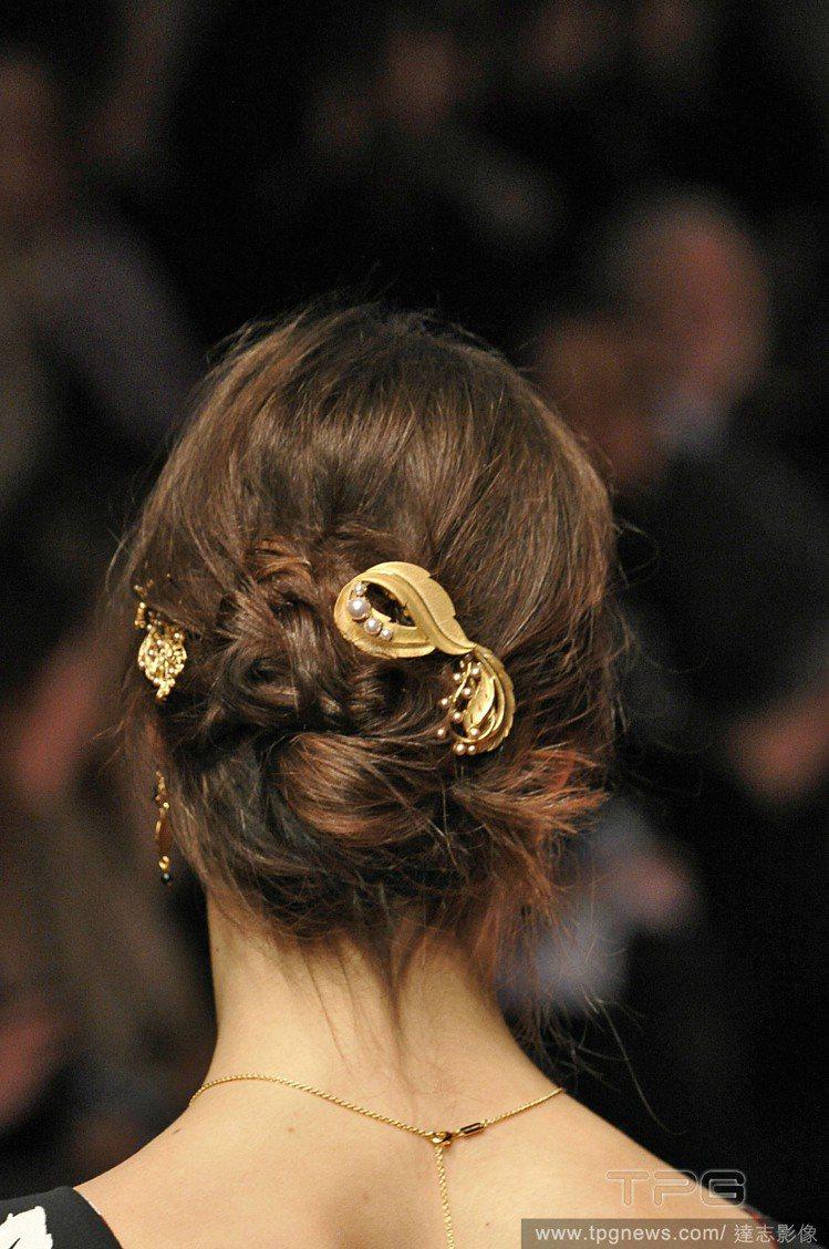 這類誇張髮夾也可以用來點綴包包頭、編髮或隨性盤髮。圖/達志影像