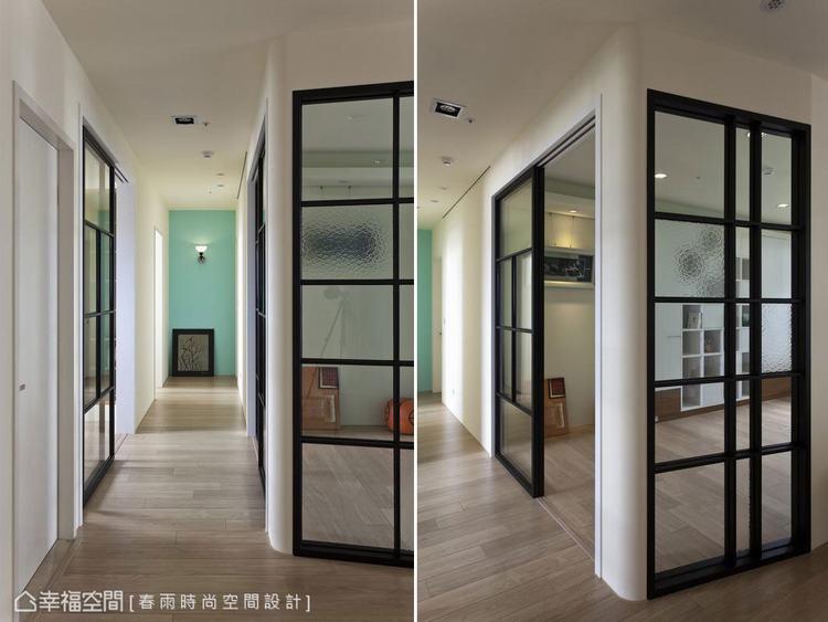 ▲鑲嵌於牆面的黑色玻璃格子窗,穿插不同玻璃材的質地變化,不只創造迷人的通透感,也...