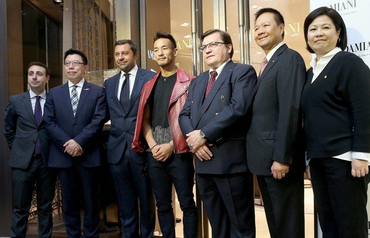 義大利珠寶品牌DAMIANI台北101旗艦店昨天舉辦開幕記者會,邀請到日本足球明...