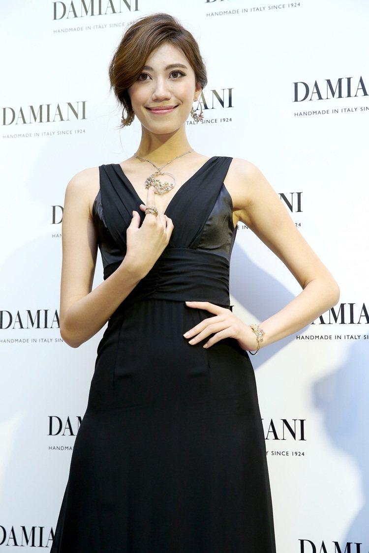 義大利珠寶品牌DAMIANI台北101旗艦店昨天舉辦開幕記者會,伊林名模展示珠寶...