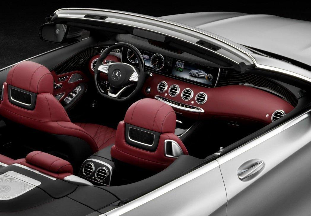車室內部同樣採4座配置,並搭載軟式敞篷設計,營造豪華復古的視覺質感。 摘自M.Benz