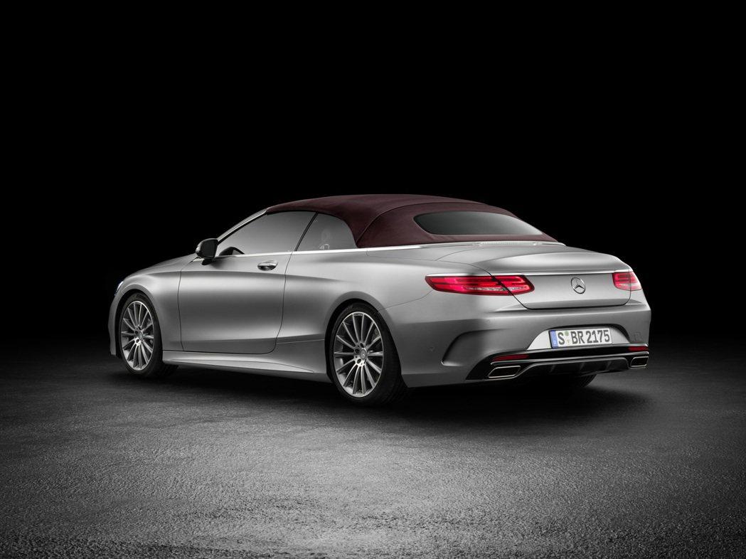 原廠首推S500及S63 AMG車型,其中S500搭載4.7升V8缸內直噴雙渦輪引擎,另一款S63 AMG則搭載5.5升V8雙渦輪增壓引擎。 摘自M.Benz