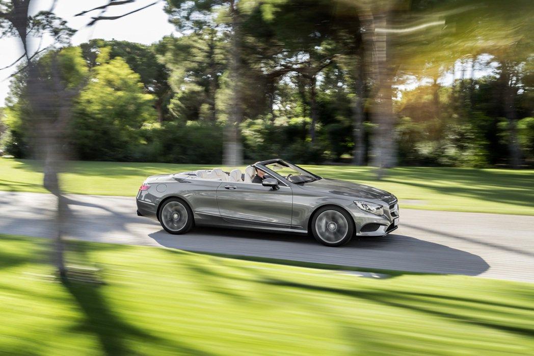 S-Class Cabriolet S63 AMG車型,根據原廠數據顯示0~100km/h加速僅需3.9秒。 摘自M.Benz