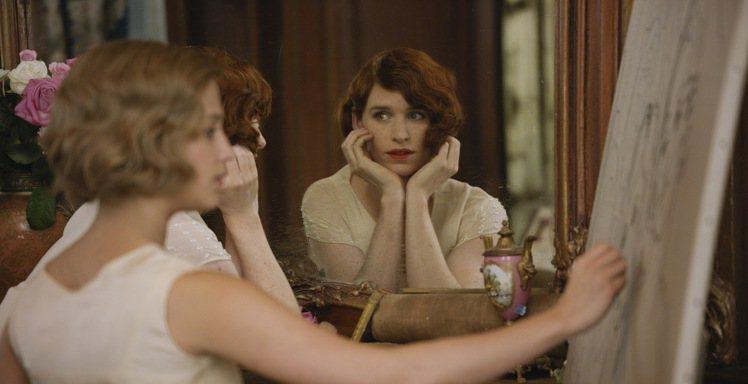 奧斯卡影帝艾迪瑞德曼的新片《丹麥女孩》預告日前釋出。圖/環球影業提供