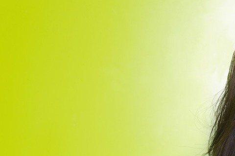 吳汶芳歌比人先紅,一首「孤獨的總和」先後搭上兩岸偶像劇「我的生存之道」與「何以笙簫默」,擁有數位點擊700萬次的人氣,又因參加大陸「最美和聲」比賽打開大陸知名度,終於在今天推出首張全創作專輯。這距離...