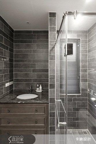 選用木紋磚打造浴室空間,讓浴室空間也變得溫暖有質感,冷冰冰的浴室空間OUT。 圖...