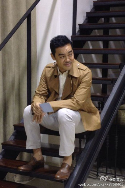 在香港演藝圈中,演技、形象極佳的劉青雲,有「完美先生」之稱,但私下的他其實相當寡言,常被合演對手戲的演員抱怨難以交流,如最近合作新片「三城記」的湯唯,便困擾笑說:「他在片場都不說話的。」就連妻子郭藹...