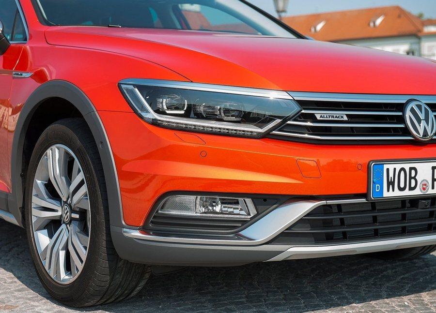 全車系提供全LED頭燈組做為選配(TDI車型為標配),包含32顆燈泡組合而成的L...