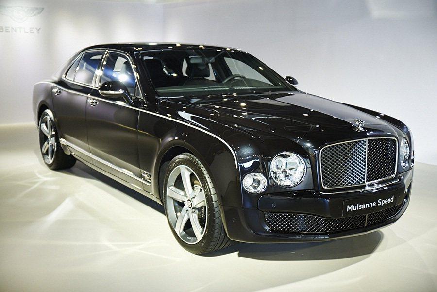 大器磅礡的車身外觀搭配專屬現代設計,完美融合BENTELY經典元素與現代風格。 Bently提供