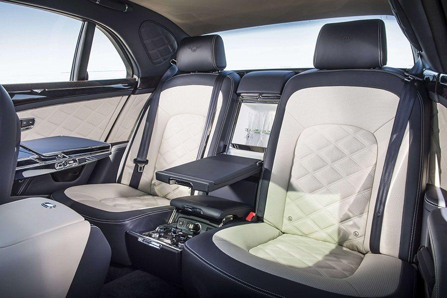 Bentley以悠久專精汽車歷史為勝業,手工藝術文化為傳承命脈,絲毫不苟的完美主義精神細細雕琢每一道工序。 Bently提供