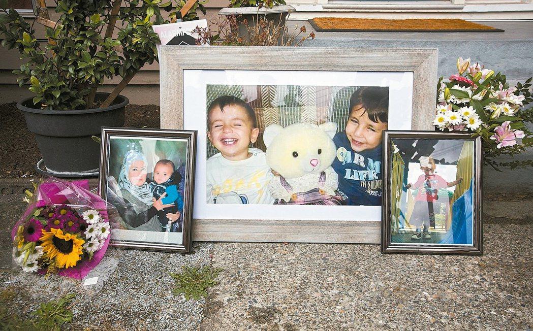 遠在加拿大卑詩省,亞藍的姑姑在住家門口擺放亞藍和哥哥、母親的照片,供民眾哀悼。 ...