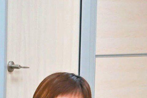 曹西平先前在臉書抒發出道35年、卻從未受邀參加金鐘的怨氣,後來金鐘獎向他提出邀請,他表示除非主持的中天「背包踐客」入圍,否則不會出席。如今入圍名單揭曉,「背包踐客」果真入圍行腳節目獎項,他坦言現在陷...