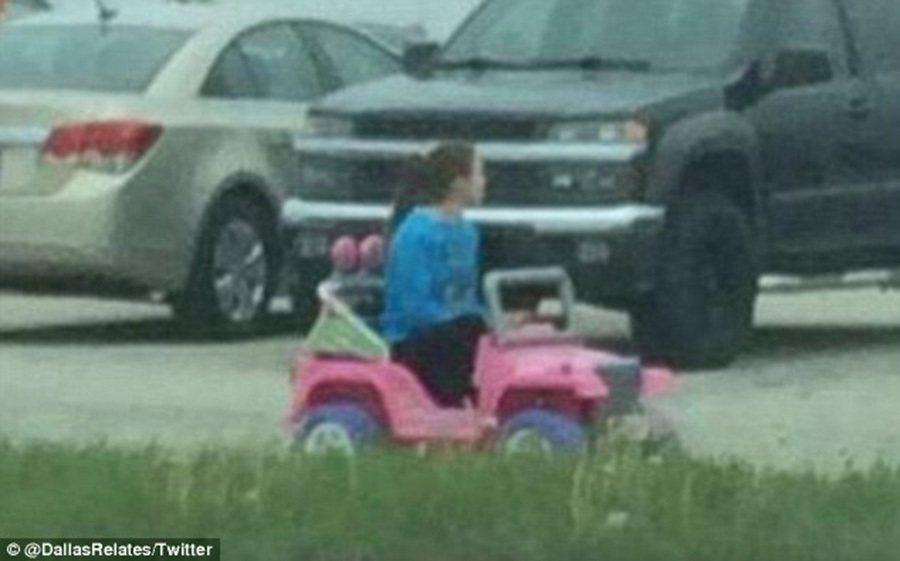 芭比電動吉普車應該不難找車位。 裁自dailymail.co.uk