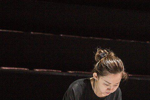 導演蔡明亮4日在韓國光州亞洲藝術劇院(Asian Arts Theatre)的開幕演出中獻上劇作「玄奘」,一連3天的演出反應熱烈,表演吃重的李康生雖然頸部舊疾尚未完全復原,但仍成功完成3場演出,謝幕...